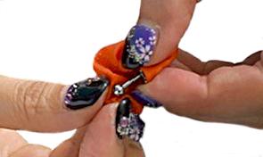 指サックを使ったネジパーツの外し方